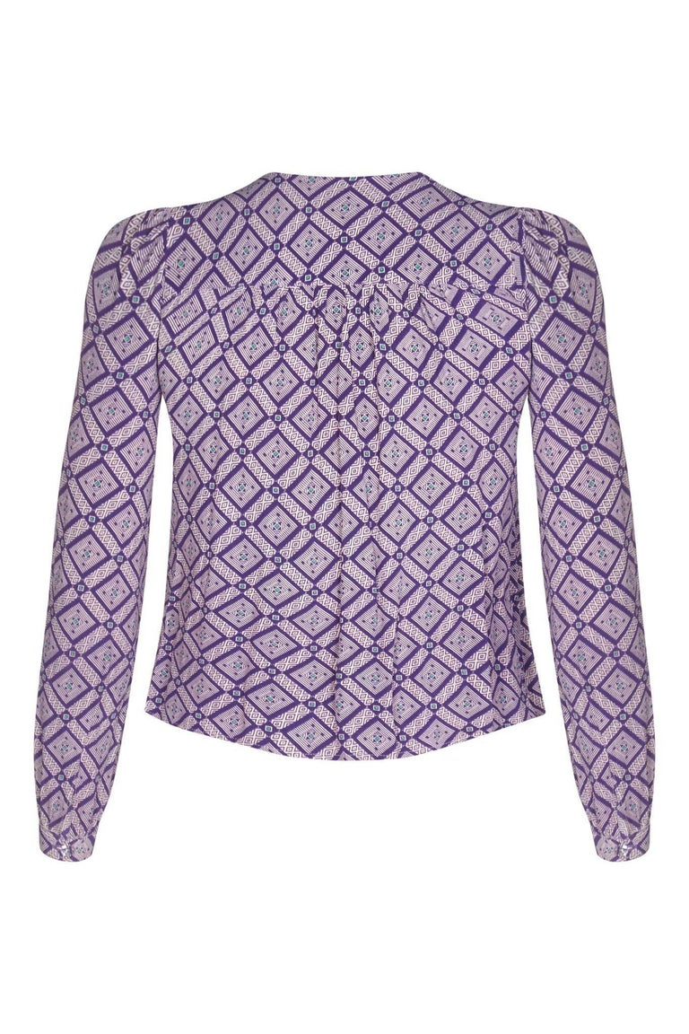 This enigmatic 1970s purple geometric blouse with pussy bow collar detail is a piece by celebrated British designer Jeff Banks, as part of his successful 1960s and 1970s boutique brand Clobber. This piece is both smart and feminine, with slightly