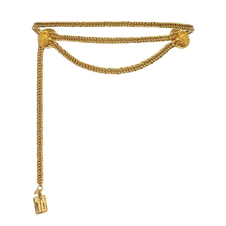 This timeless 1980s 31 Rue Cambon chain belt from Chanel features 2 x 31 Rue Cambon embossed disc medallions. There is a concealed hook fastening behind the medallion to the left that attaches over the chain at any point so that the length is