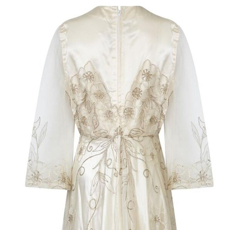 Late 1950s Ivory Wedding Dress With Delicate Embroidery Sold With Original Box In Excellent Condition For Sale In London, GB