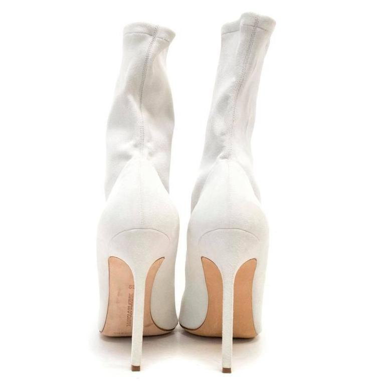 Manolo Blahnik Cream Pointed Sock Boots With Silver Toe In Excellent Condition For Sale In London, GB