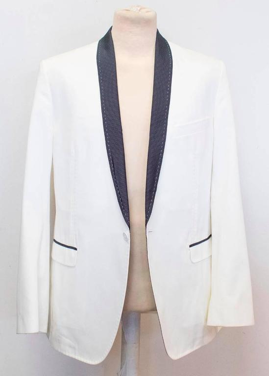 Dolce and Gabbana White Dinner Jacket with a Bow Tie In Good Condition For Sale In London, GB