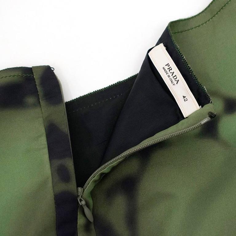 Women's Prada Green And Black Printed Silk Dress For Sale