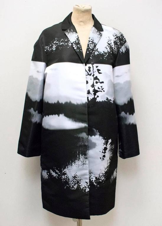 Mary Katrantzou Monochrome Printed Lightweight Coat In New Condition In London, GB