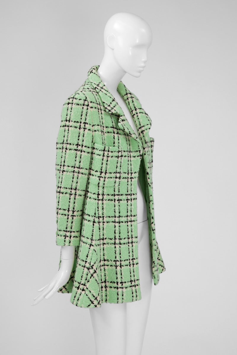 90's Chanel wool plaid pattern long jacket / mini coat in shades of green pastel, white and black, with a skater dress touch. Double lapel collar and open front without closure. Two front patch pockets. Shoulders are lightly padded. The jacket is