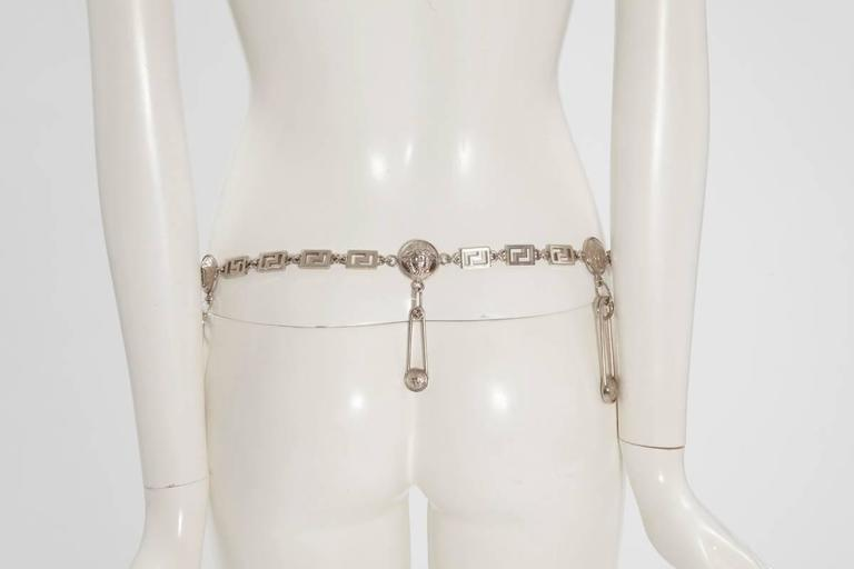 Gianni Versace Medusa & Safety Pin Link Chain Belt  In Excellent Condition For Sale In Geneva, CH