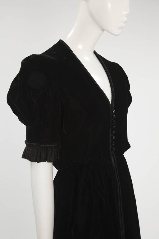 Jean Patou Velvet Dress, Circa 1968  In Excellent Condition For Sale In Geneva, CH