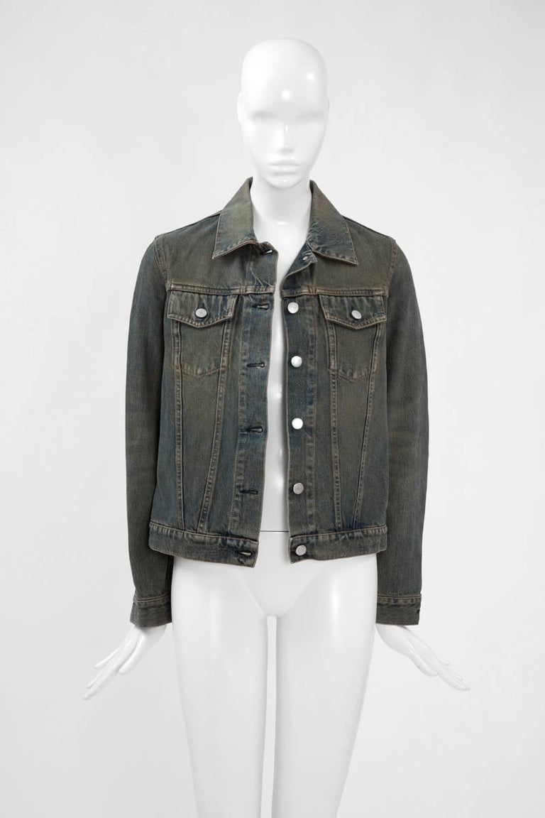 A denim jacket is a fundamental piece in any modern wardrobe. This 90's Helmut Lang version has all the classic details as the buttoned waist tabs and flat front pockets. A special vintage wash provides a striking final touch. The relaxed fit of