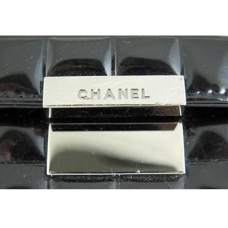 Women's Chanel CC Mirror Black Patent Medium Evening Clutch Bag For Sale