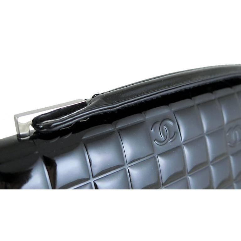 Chanel CC Mirror Black Patent Medium Evening Clutch Bag In Excellent Condition For Sale In Singapore, SG