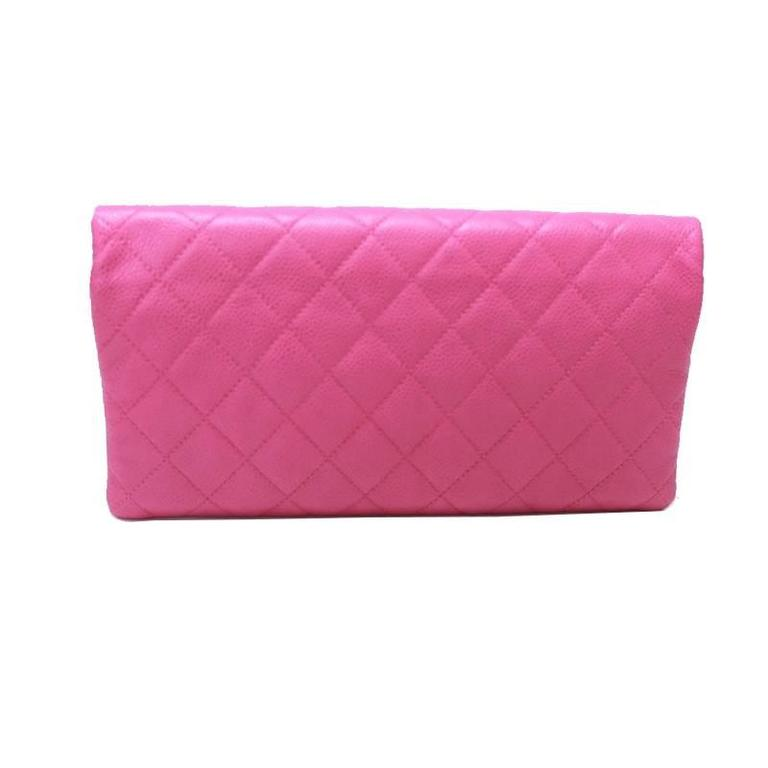 Highly sought after colour in caviar leather. Caviar leather is extremely durable and scratch resistant, making it the preferred choice over lambskin leather. There are 2 zippered compartments. Serial number is intact.  Measurements: 10.5inches (w)