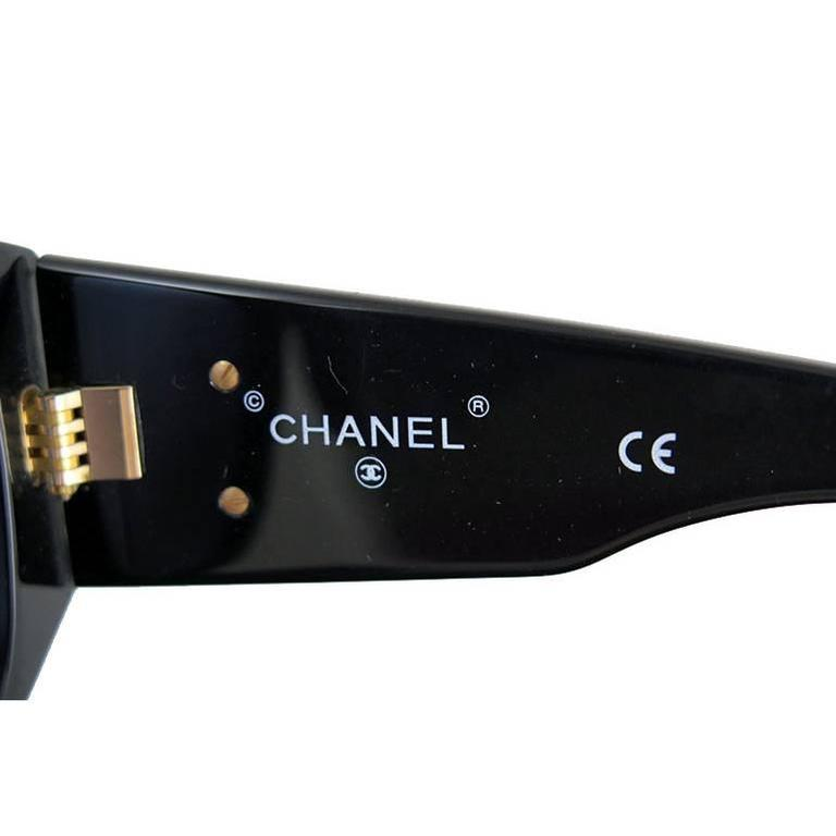 Women's or Men's Chanel Black Matelasse Gold CC Sunglasses For Sale