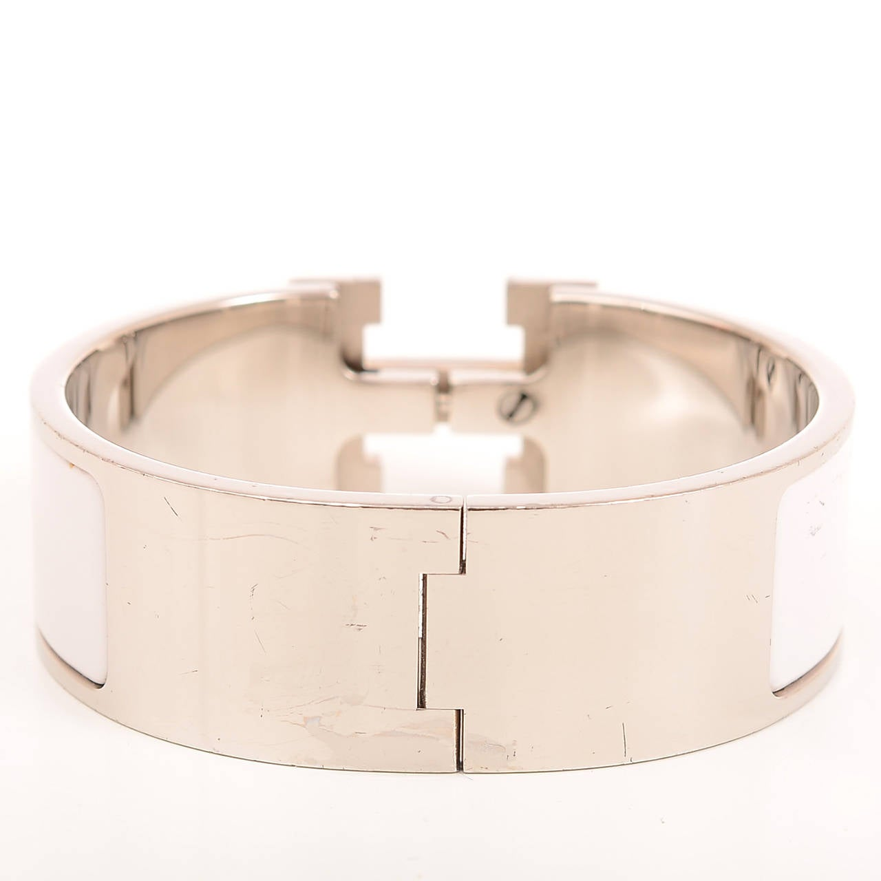 Hermes white clic clac h wide enamel bracelet pm at 1stdibs for Housse clic clac new york
