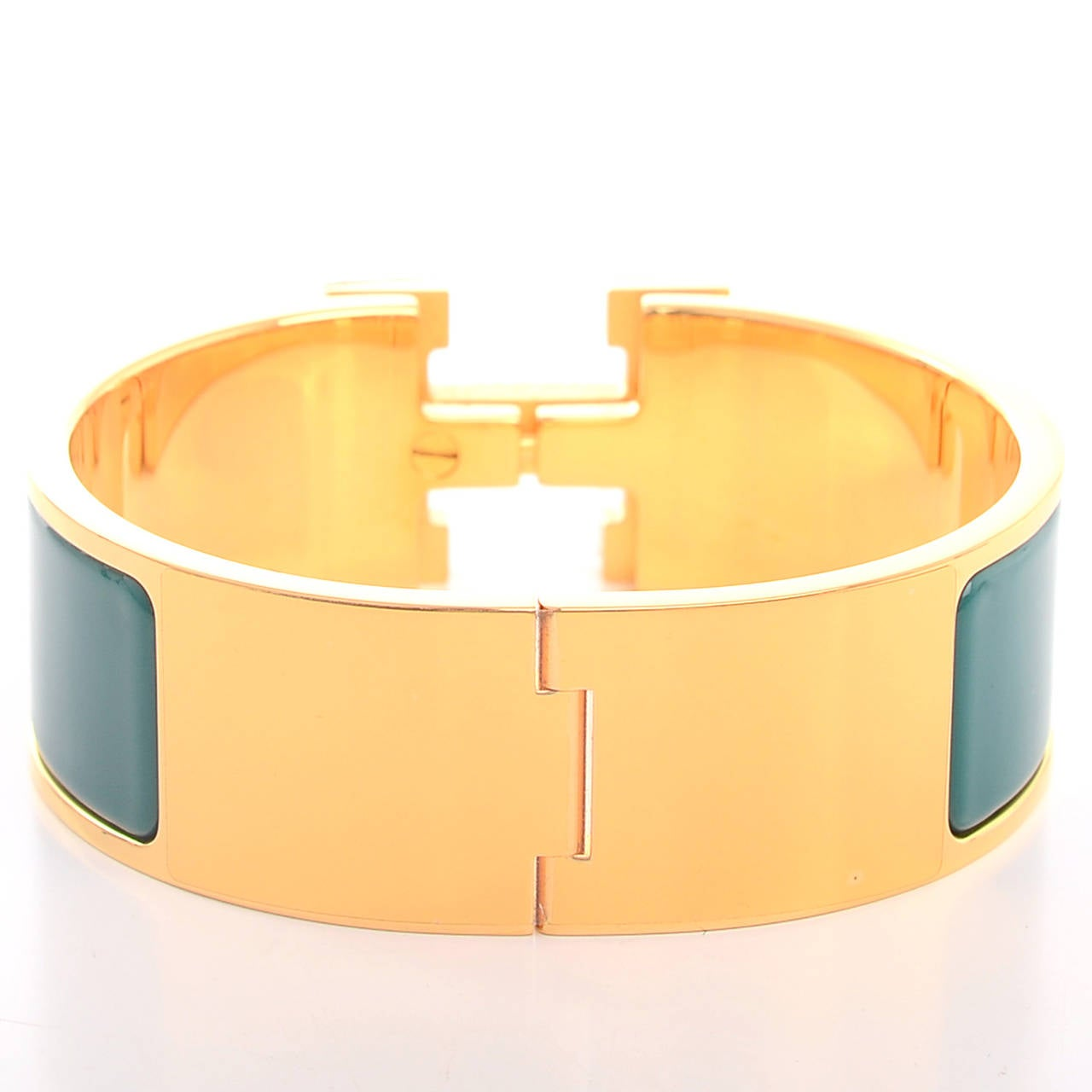 Hermes emerald clic clac h wide enamel bracelet pm at 1stdibs for Housse clic clac new york