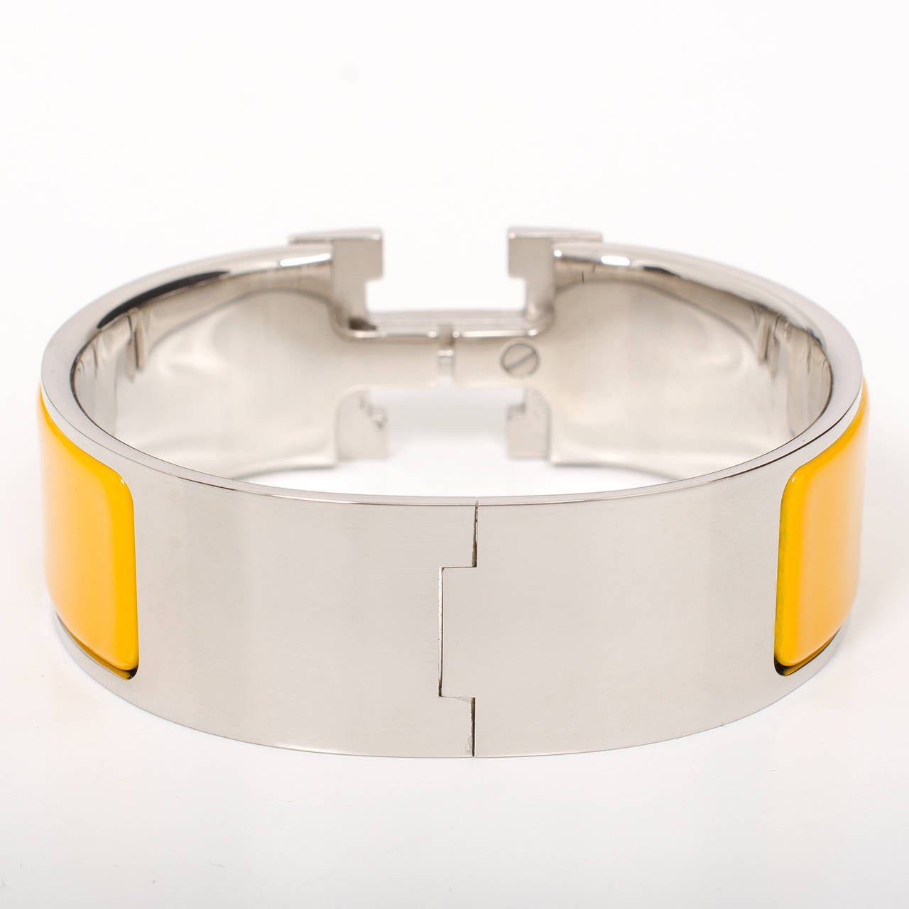 Hermes mimosa clic clac h wide enamel bracelet pm at 1stdibs for Housse clic clac new york