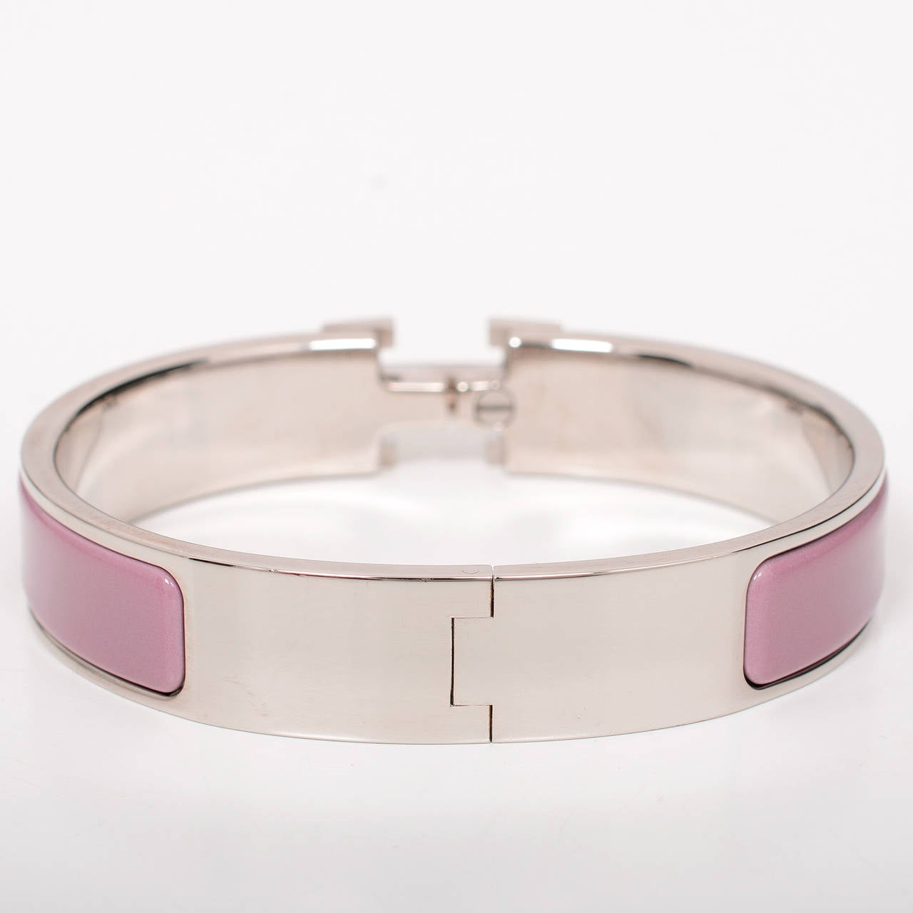 Hermes cyclamen clic clac h narrow enamel bracelet pm at for Housse clic clac new york