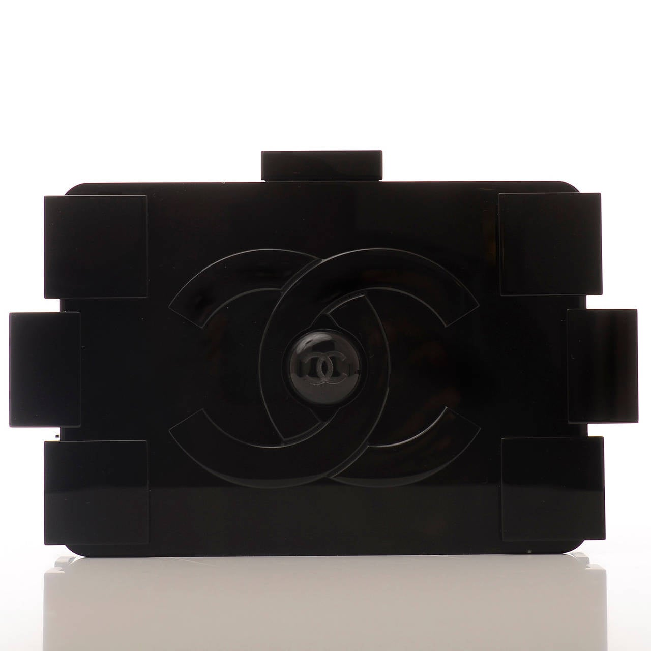 Chanel Limited Edition Op-Art Black And White Lego Boy Minaudiere In New Never_worn Condition For Sale In New York, NY
