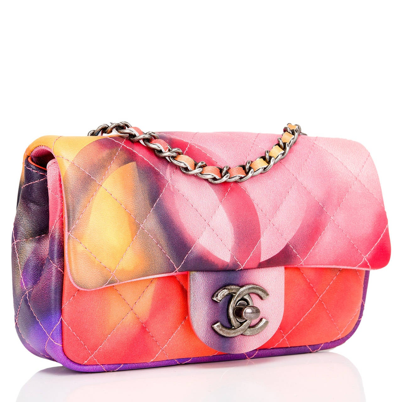 The Flower Power Mini flap bag harkens back to the anti-war protests of the 1960's with its colorful tie-dyed lambskin. This bright and beautiful bag has a front flap with an aged ruthenium CC turnlock closure and interwoven aged ruthenium chain