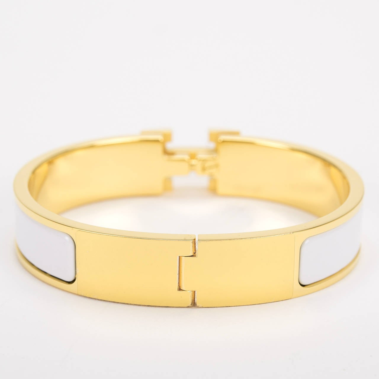 Hermes white clic clac h narrow enamel bracelet pm at 1stdibs for Housse clic clac new york
