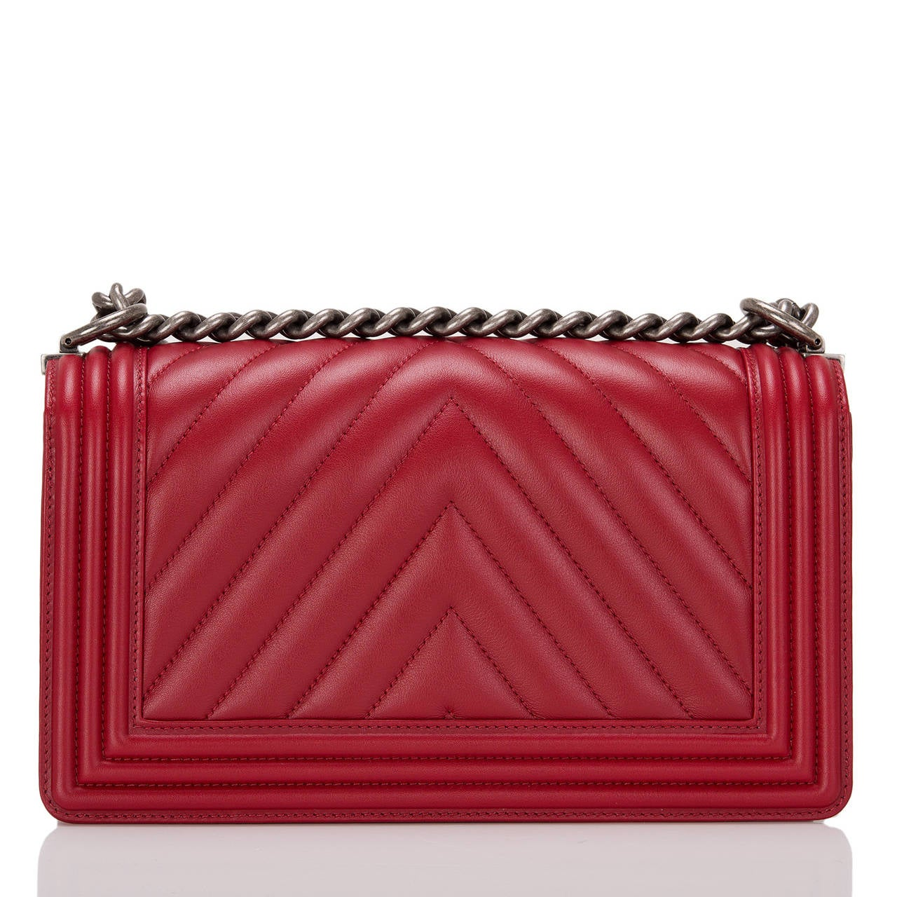 Chanel Red Chevron Medium Boy Bag In New Never_worn Condition For Sale In New York, NY