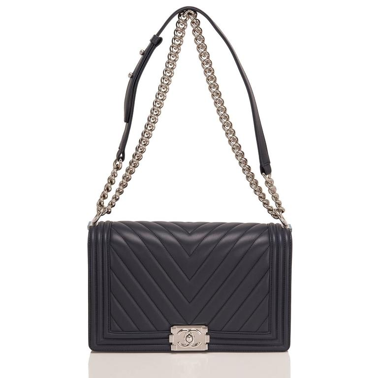 Chanel Navy Chevron Quilted Lambskin New Medium Boy Bag In New Never_worn Condition For Sale In New York, NY