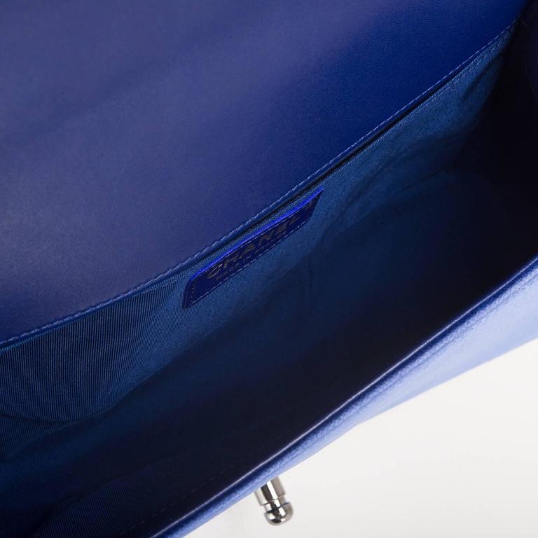 Chanel Blue Quilted Velvet Medium Boy Shoulder Bag For Sale 1