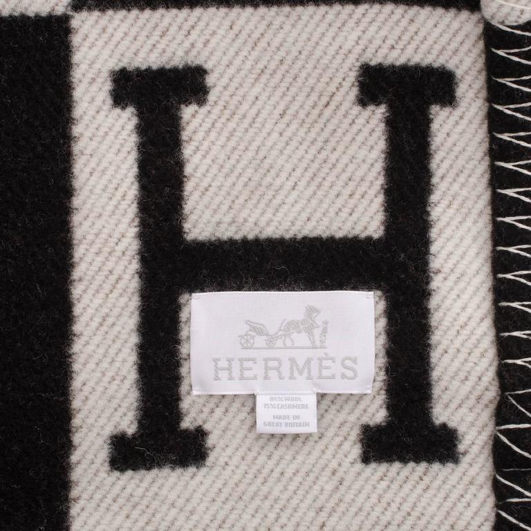 "Gray Hermes ""Avalon"" Ecru and Black Signature H Blanket For Sale"