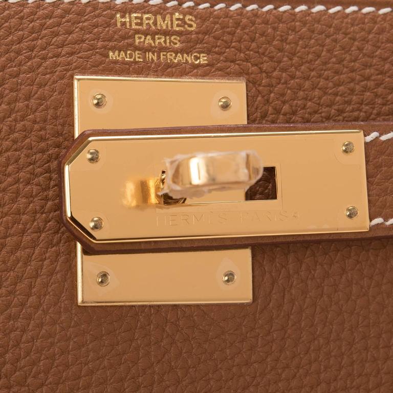 Women's Hermes Gold Togo Kelly 28cm Gold Hardware For Sale