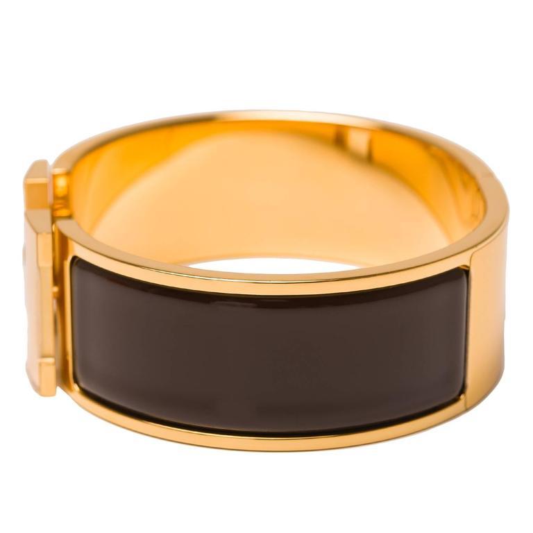 hermes cocoa clic clac h wide enamel bracelet pm at 1stdibs. Black Bedroom Furniture Sets. Home Design Ideas