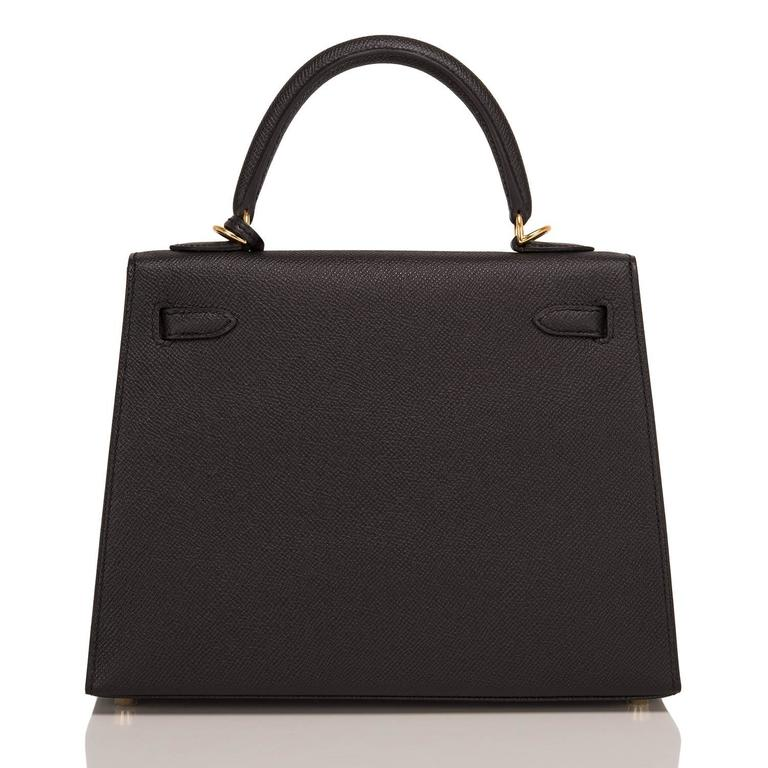 Hermes Black Epsom Sellier Kelly 25cm Gold Hardware In New never worn Condition For Sale In New York, NY