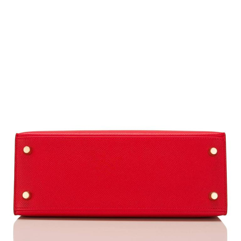 Hermes Rouge Casaque Epsom Sellier Kelly 25cm Gold Hardware In New never worn Condition For Sale In New York, NY
