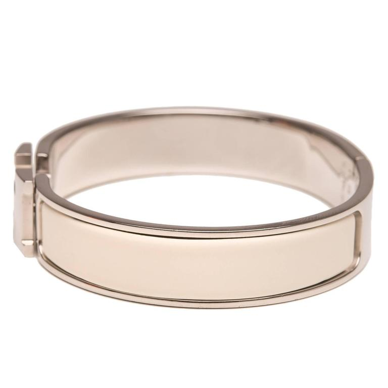 Hermes narrow Clic Clac H bracelet in Ivory enamel with palladium plated hardware in size PM.