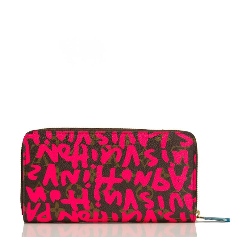 Louis Vuitton Stephen Sprouse Graffiti Fuchsia Zippy Wallet In New never worn Condition For Sale In New York, NY