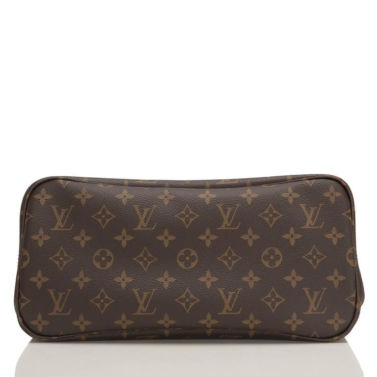 """Louis Vuitton """"World Tour"""" Limited Edition Monogram Neverfull MM In New Never_worn Condition For Sale In New York, NY"""