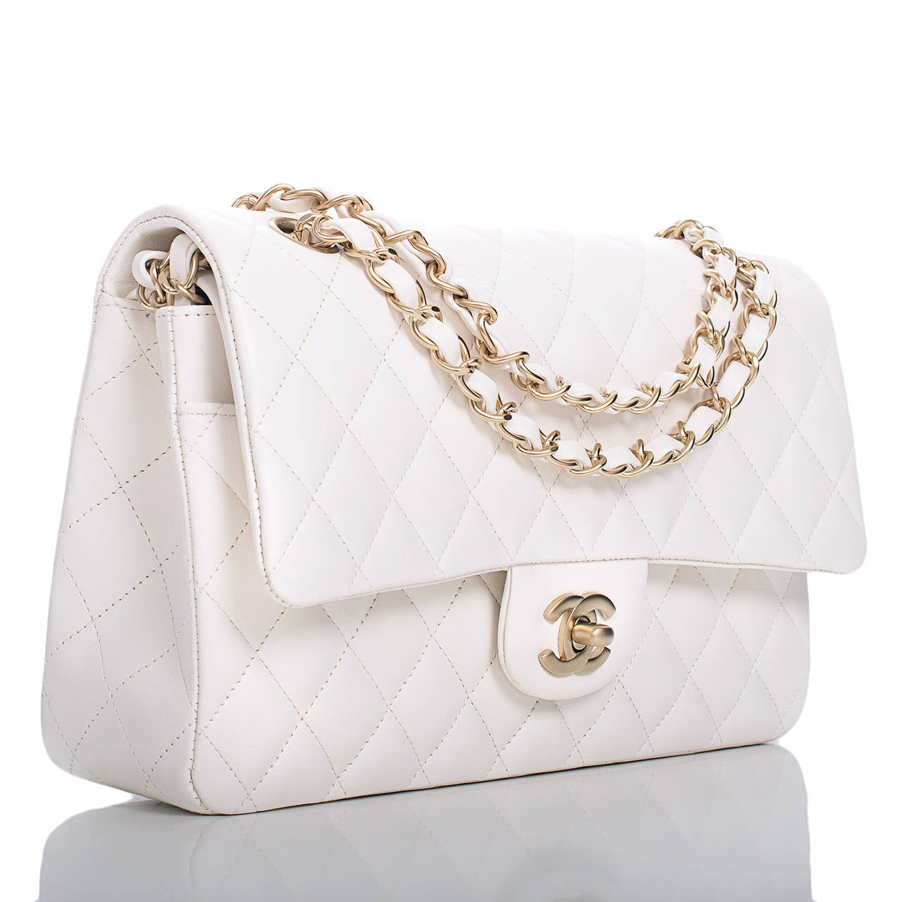 This Large Classic double flap bag of beautiful white quilted lambskin leather and matte gold tone hardware features a front flap with signature CC turnlock closure, half moon back pocket and an adjustable interwoven matte gold tone chain link and