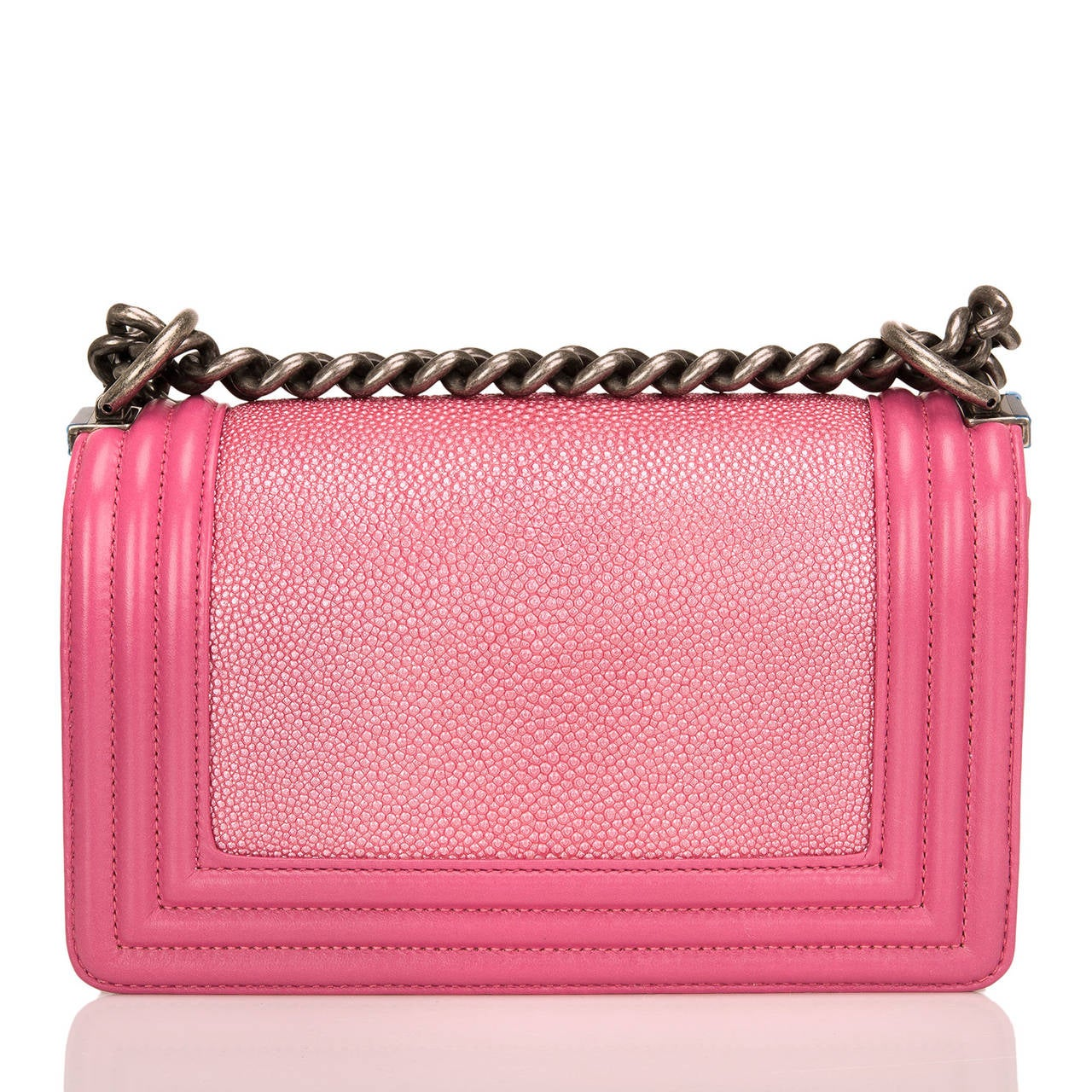 Chanel Metallic Pink Stingray Small Boy Bag In New Never_worn Condition For Sale In New York, NY