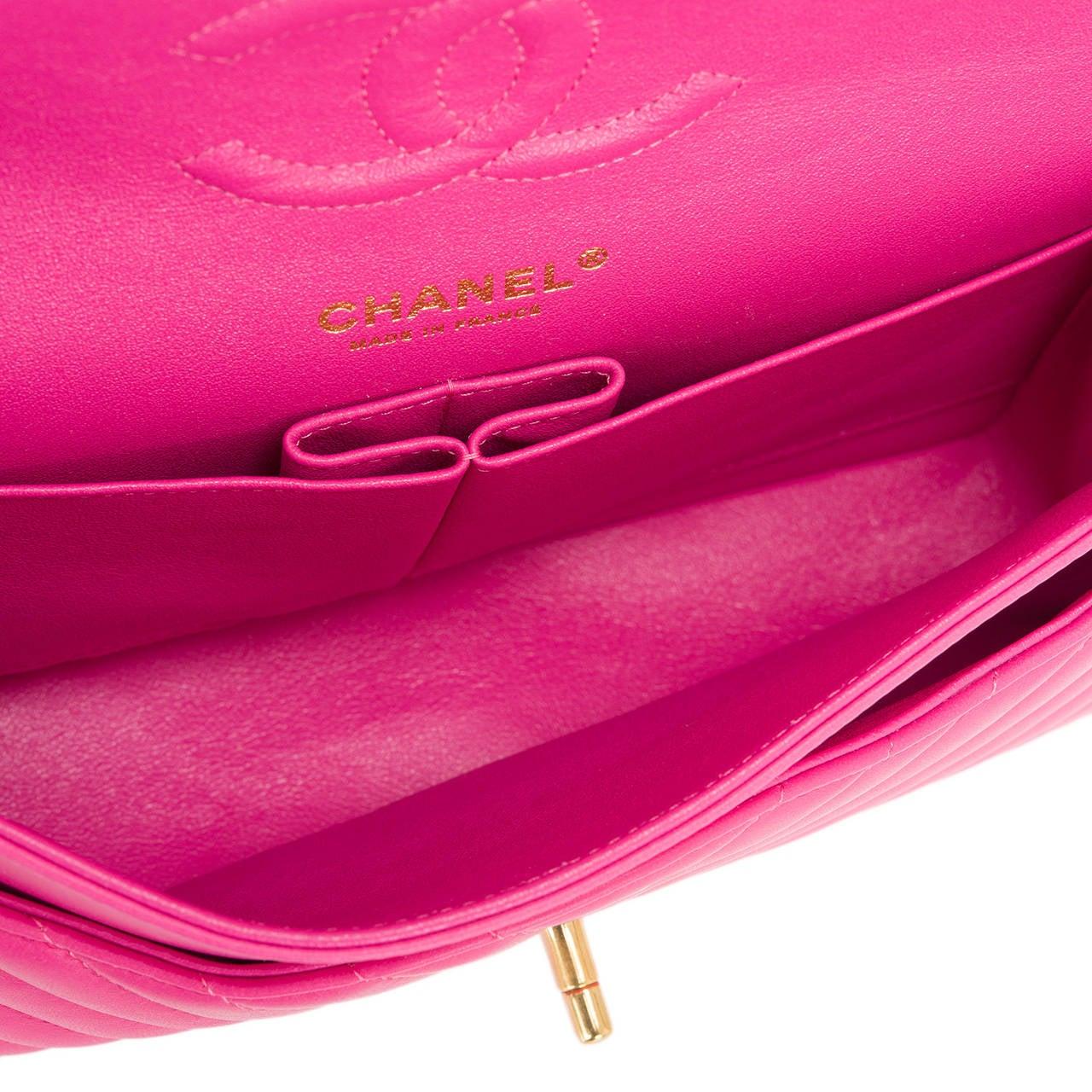 Chanel Fuchsia Chevron Medium Classic Double Flap Bag For Sale 1