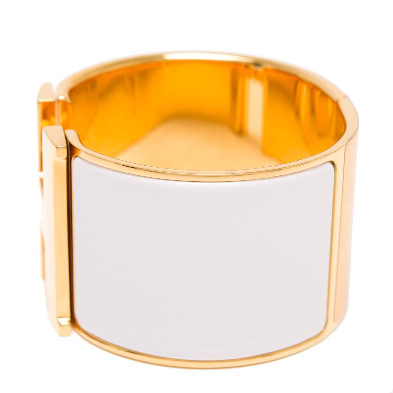 hermes clic clac h white extra wide enamel bracelet pm at 1stdibs. Black Bedroom Furniture Sets. Home Design Ideas