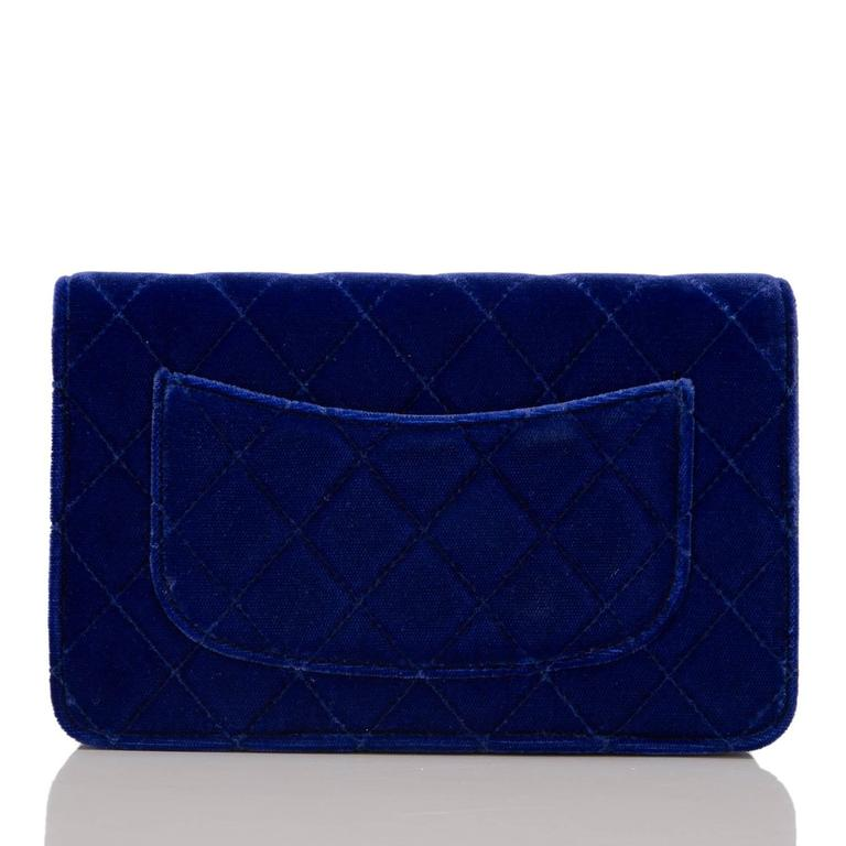 Chanel Electric Blue Velvet Classic Quilted Wallet On Chain (WOC) In New never worn Condition For Sale In New York, NY