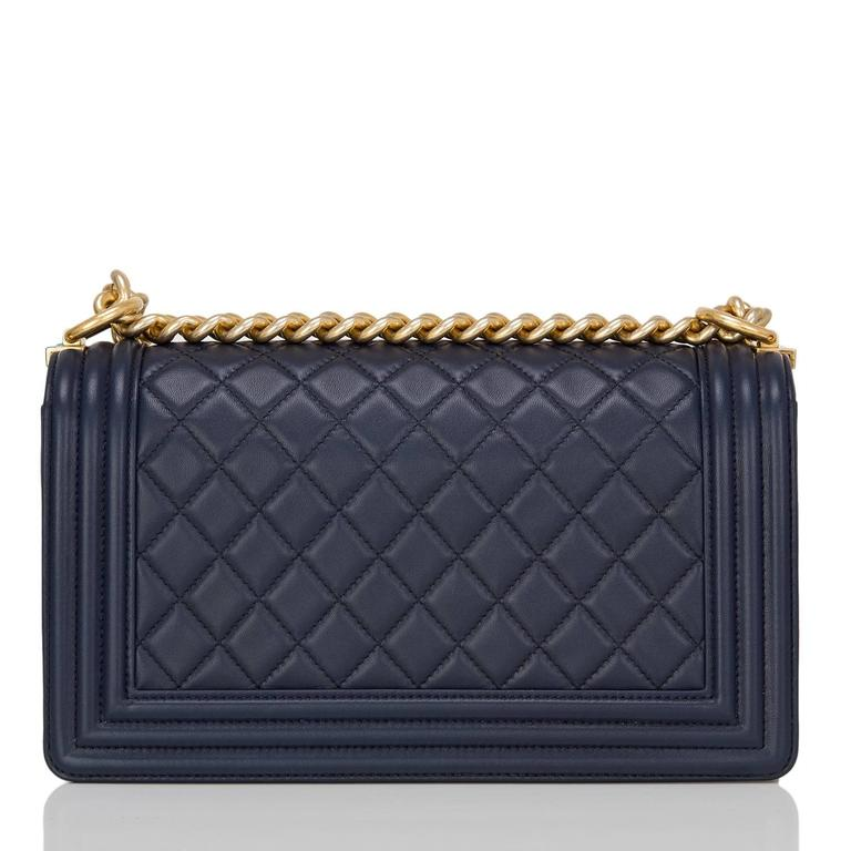 Chanel Navy Quilted Calfskin Medium Boy Bag In New Never_worn Condition For Sale In New York, NY