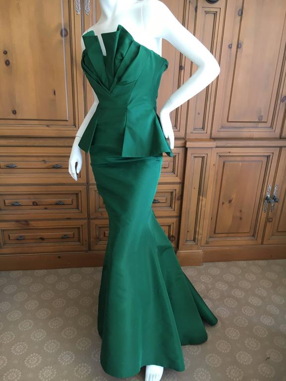 "Oscar de la Renta Emerald Green Taffeta Mermaid Gown. This is so pretty with a heart shape folded treatment at bust with a full mermaid skirt that billows out from the hips. Bust 34"" Waist 25"" Hips 39"" Length 55 Excellent conditon"