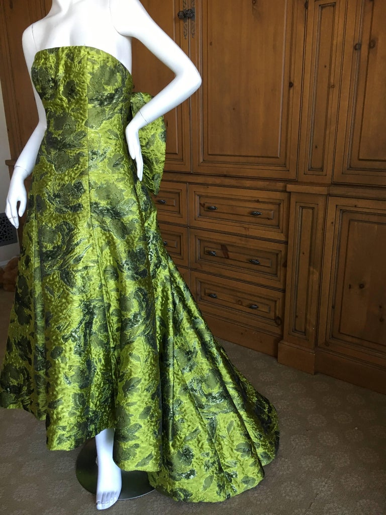 Oscar de la Renta Strapless Matelasse Evening Gown With Dramatic Back Bow Train In Excellent Condition For Sale In San Francisco, CA