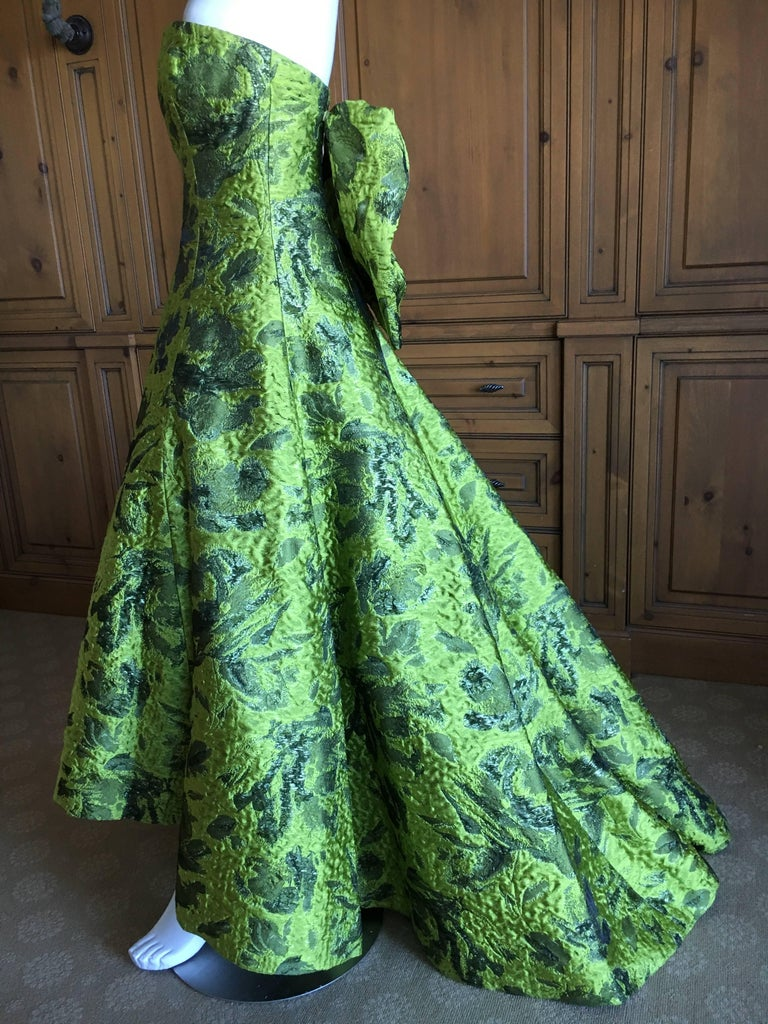Women's Oscar de la Renta Strapless Matelasse Evening Gown With Dramatic Back Bow Train For Sale