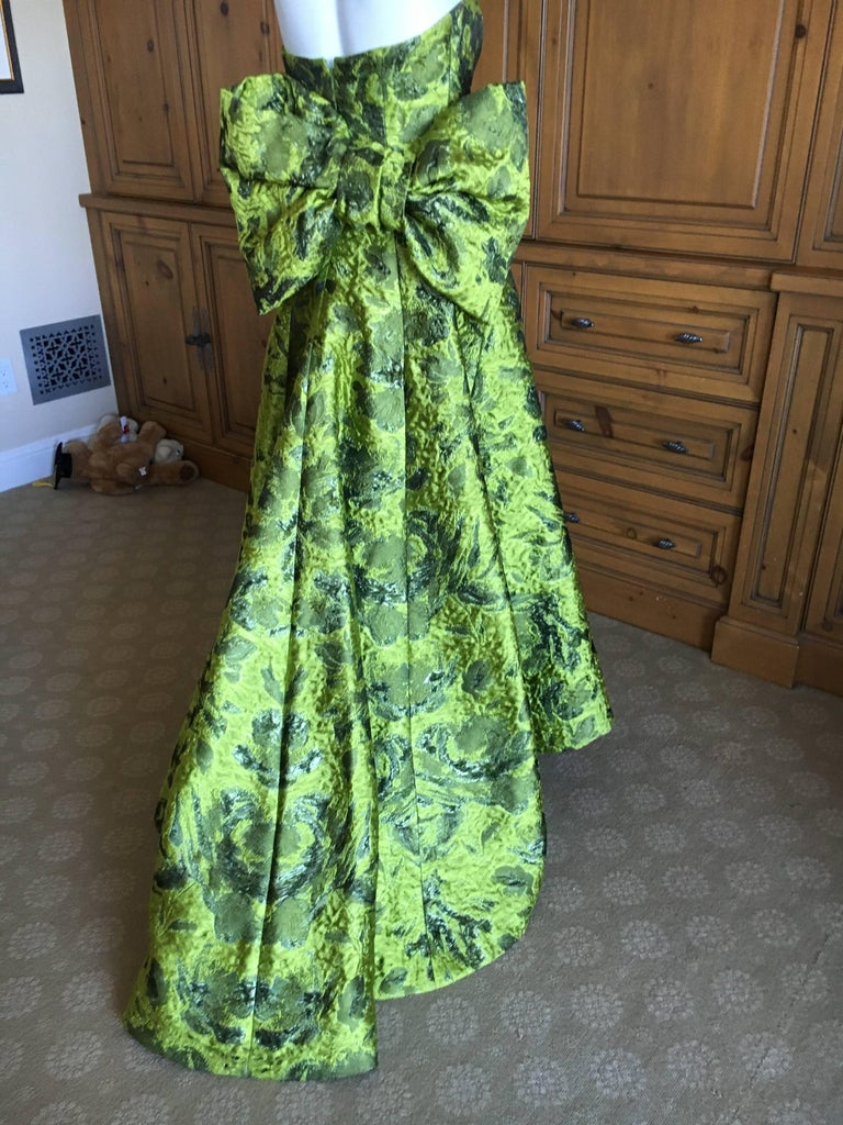 Oscar de la Renta Strapless Matelasse Evening Gown With Dramatic Back Bow Train For Sale 1