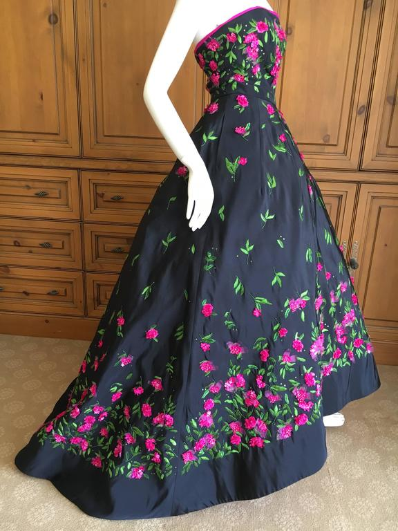 Women's Oscar de la Renta Black Evening Gown with Floral  Embroidery For Sale
