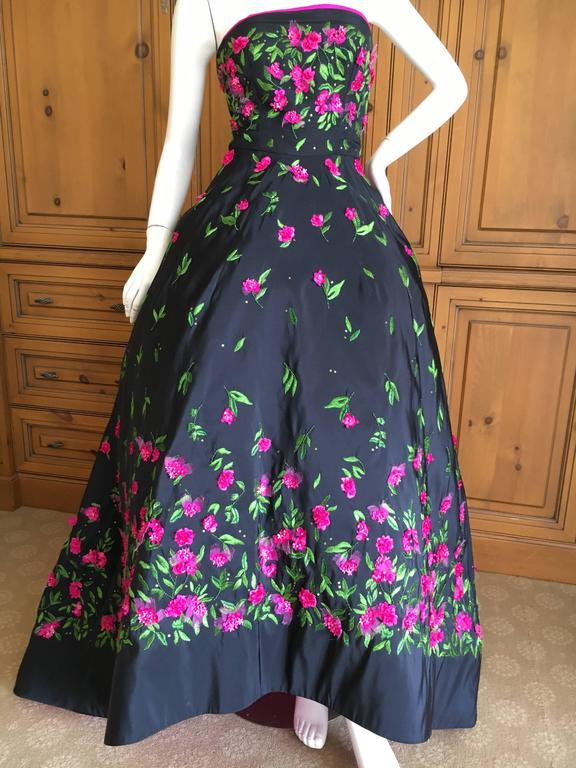 Oscar de la Renta Black Evening Gown with Floral  Embroidery For Sale 3