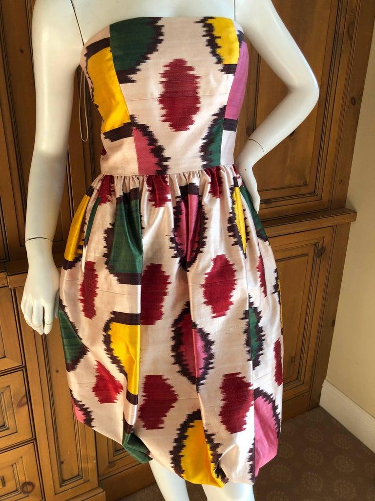 "Oscar de la Renta sweet silk blend Ikat print strapless cocktail dress.   Full inner corset  2008  This is such a charming piece.  Size 4  Bust  36""   Waist 28""   Hips 42'   Length 31"""