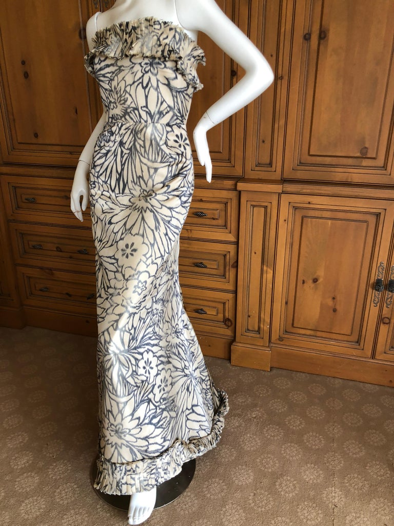Oscar de la Renta for Bergdorf Goodman Strapless Silk Evening Dress with Shawl. Simply Stunning. Please use the zoom feature to see al the remarkable details. Size tag removed , appx size 6-8 Bust 36