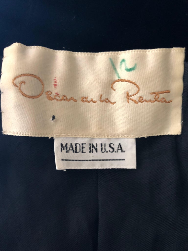 Oscar de la Renta Heavily Gold Embellished Black Velvet Vintage 1980's Jacket For Sale 5