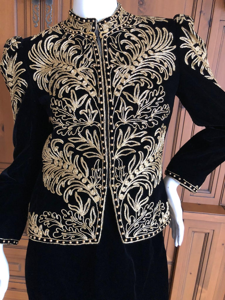 Oscar de la Renta Heavily Gold Embellished Black Velvet Vintage 1980's Jacket. Comes with matching skirt Simply Stunning. Please use the zoom feature to see al the remarkable details. Size 6 Jacket Bust 36