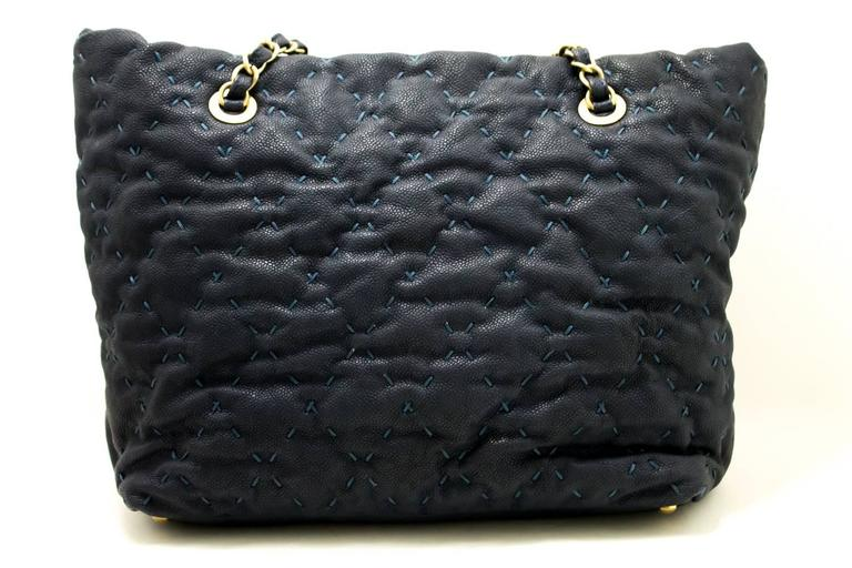 Black CHANEL 2011 Caviar Chain Shoulder Bag Navy Quilted Leather Stitch  For Sale